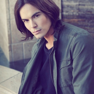 |:泰勒·布莱克本 Tyler Blackburn